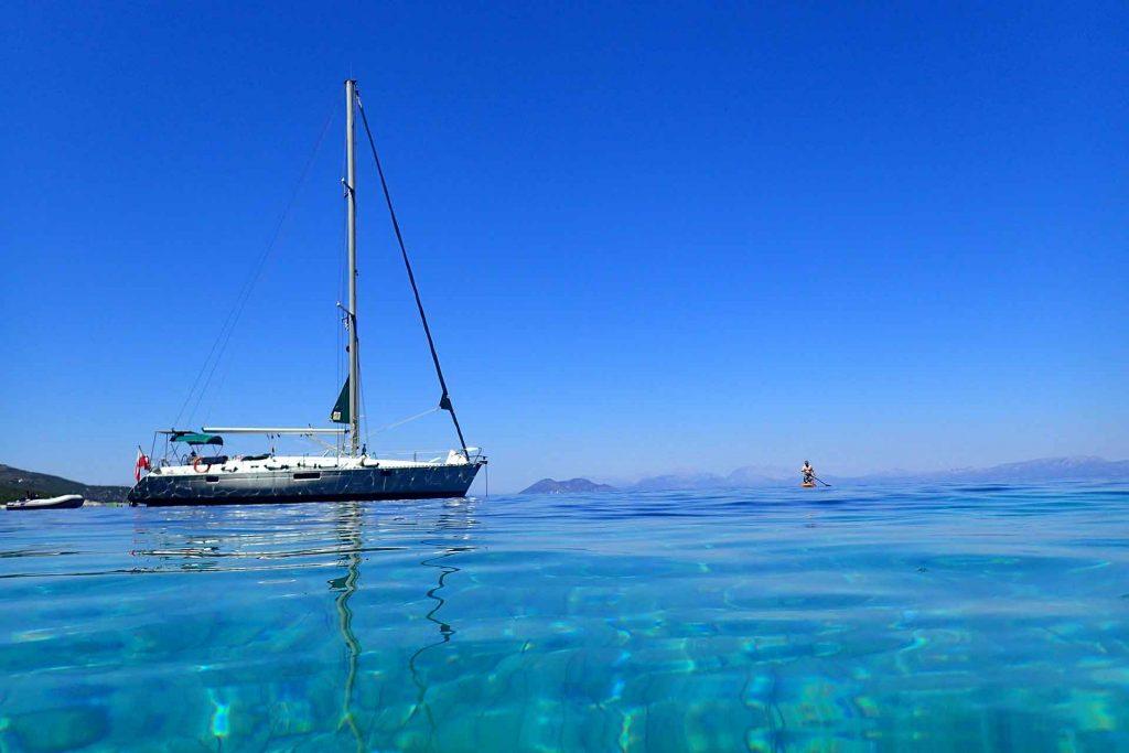Jachtem wokoło Grecji - zdjęcie jachtu - profesjonalny czarter i wynajem