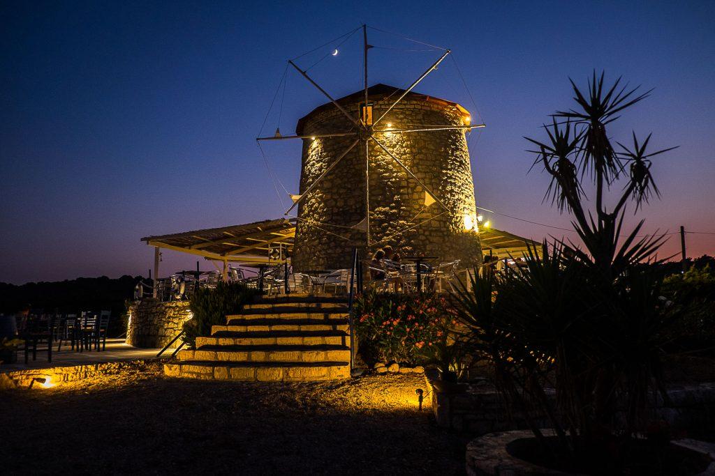 : Jachtem wokoło Grecji - zdjęcie latarni - profesjonalny czarter i wynajem