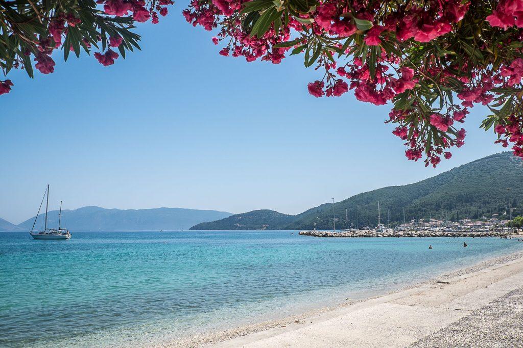 Jachtem wokoło Grecji - zdjęcie zatoki - profesjonalny czarter i wynajem