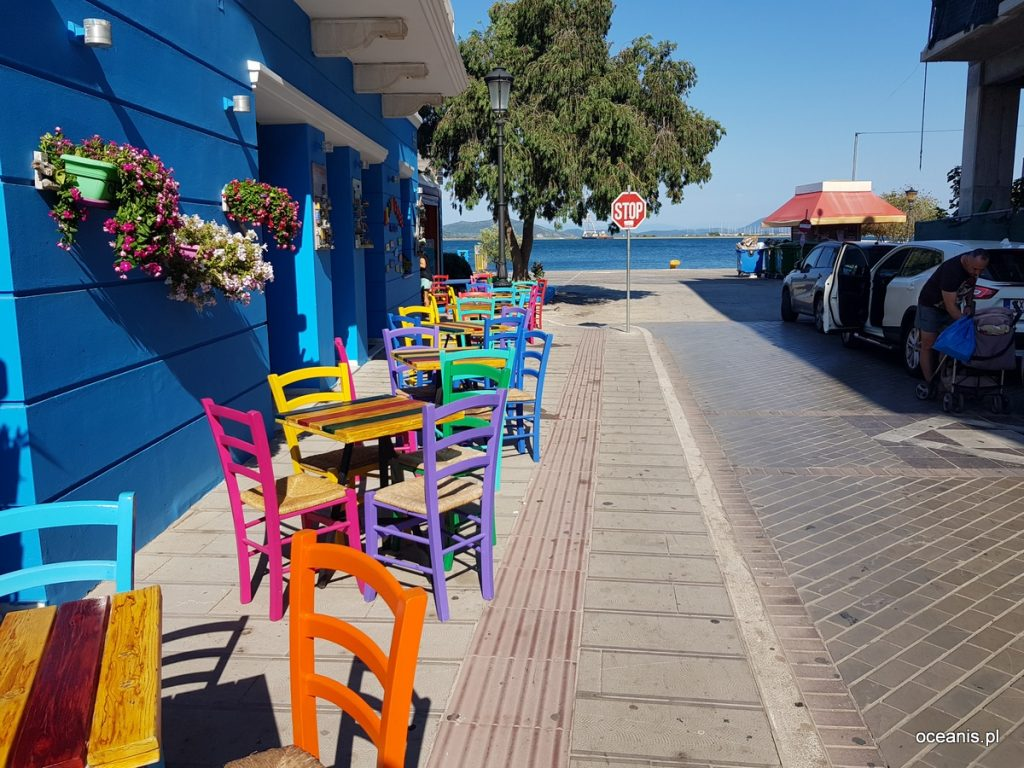 : Jachtem wokoło Grecji - zdjęcie miasto portowe - profesjonalny czarter i wynajem